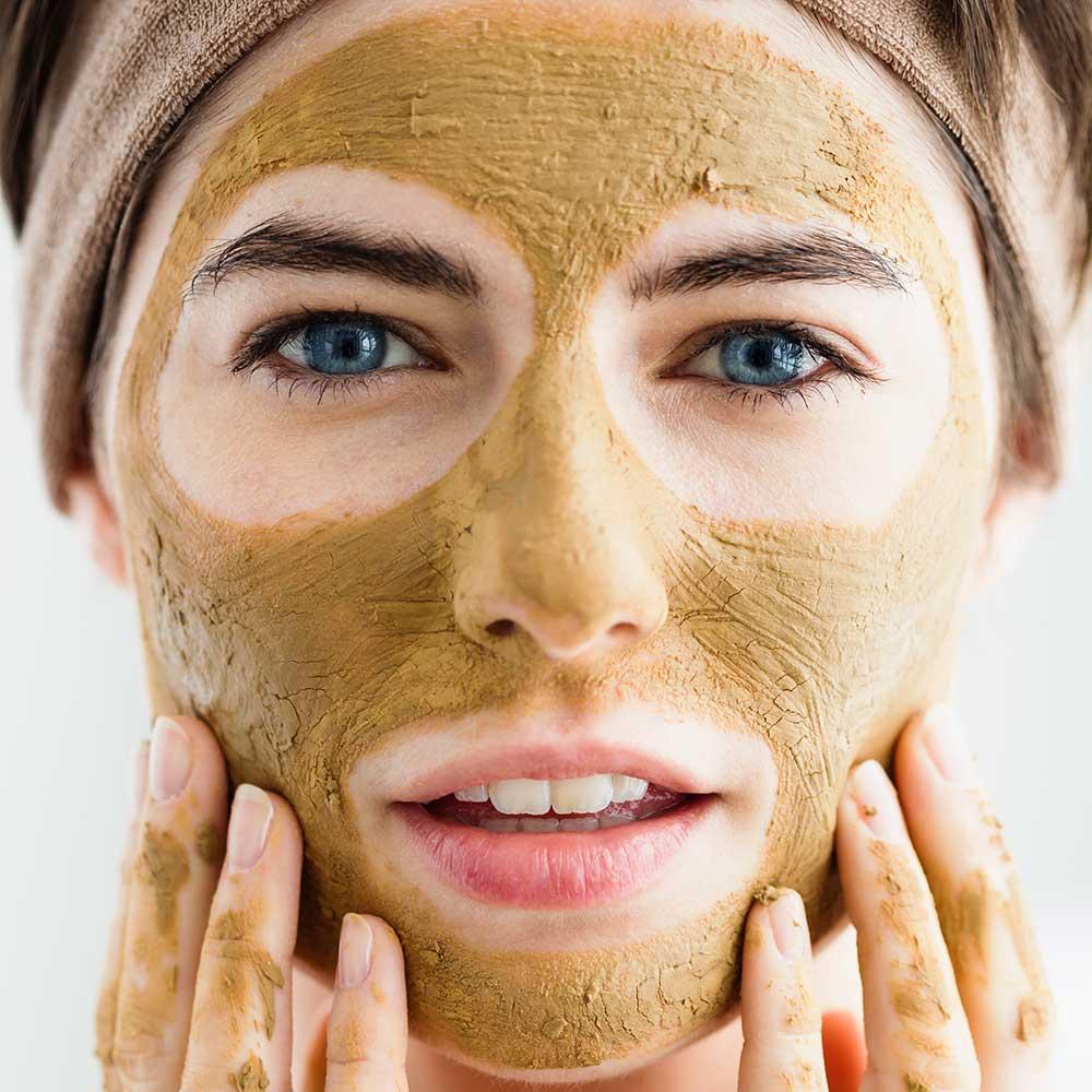 Kotitekoisia keinoja kauniin ihon saamiseksi. Hiiva- ja kurkumanaamiot