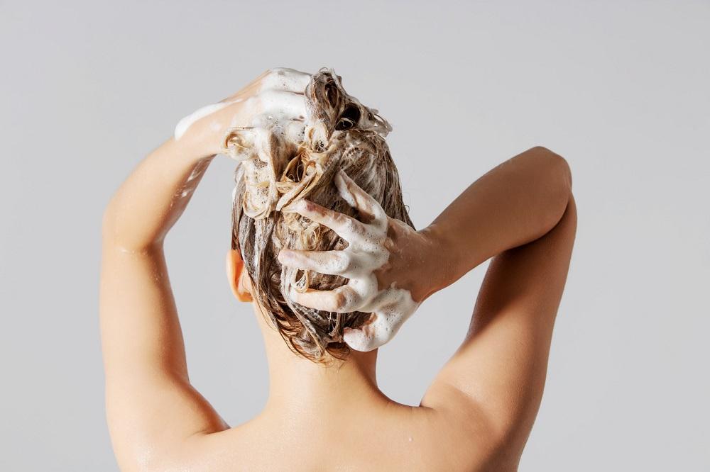 Hiusten peseminen ilman shampoota. Mikä korvikkeeksi?